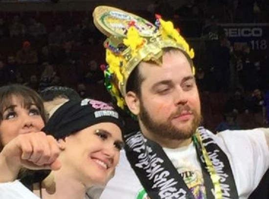 Wing Bowl Champ Downs 444 Wings; Suge Knight Arrested for Murder; Montgomery Photo in Ad for Book